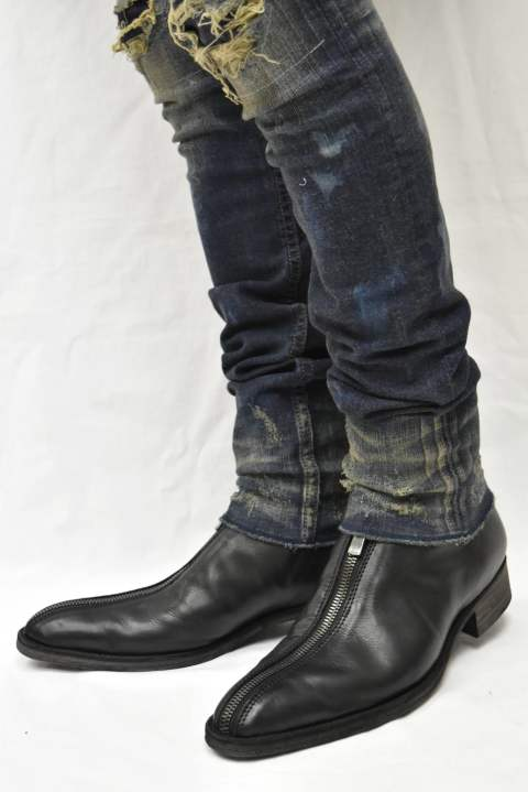 SPLIT (Spliting at half zipping straight carf black leather boots)