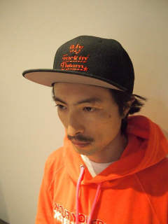 【1周年企画Mコラボ】 snap back cap (MADE IN WORLD×M) (black×red)
