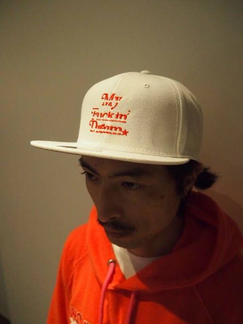 【1周年企画Mコラボ】 snap back cap (MADE IN WORLD×M) (white×red)
